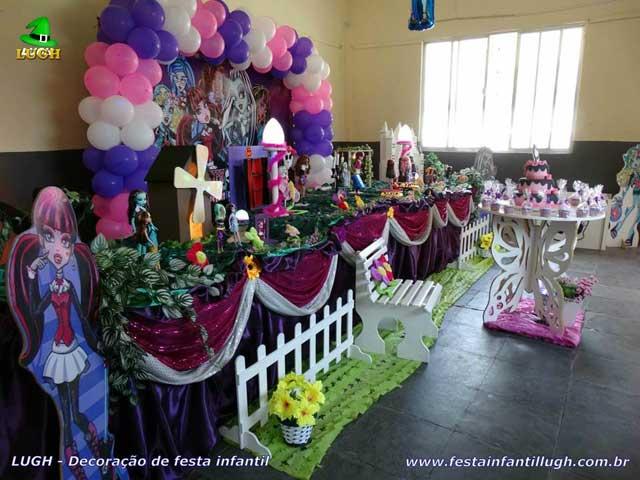 Mesa decorada Monster High - Decoração festa de aniversário infantil feminino