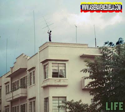 Las primeras antenas de TV colocadas en el Centro