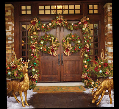 Traditional Shabby Chic Christmas Front Door Decorations With Mouse Deer Photo 002