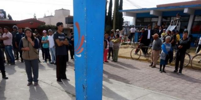 """Linchan a taxista por """"robarse"""" una bicicleta; lo colgaron de un tablero"""