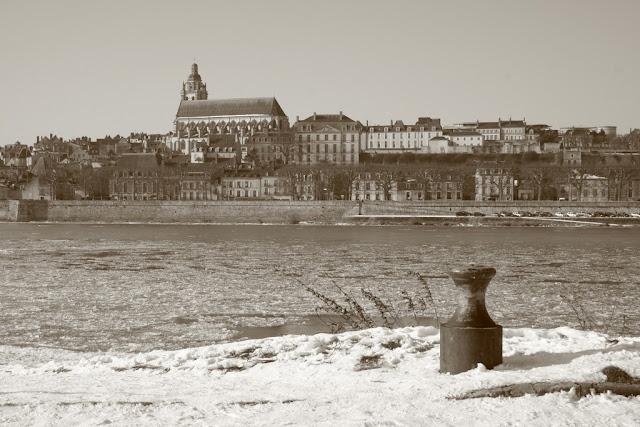 En regardant vers la vieille ville, on a l'impression de remonter le temps.(février 2012)