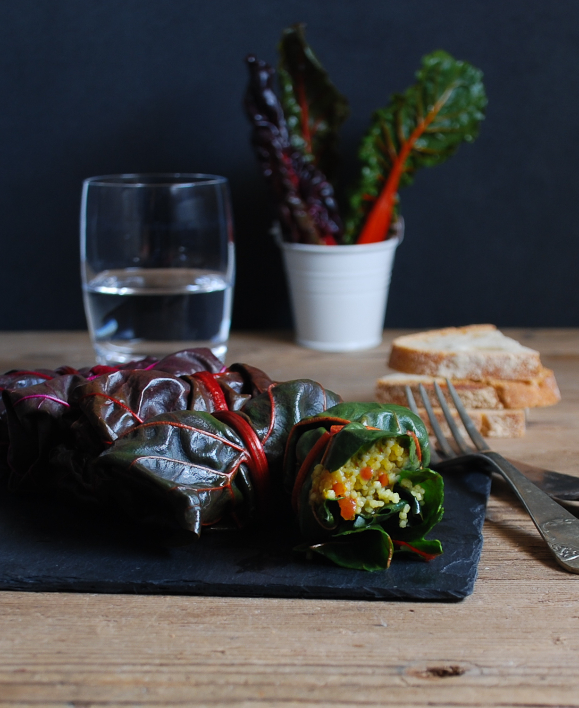 Rollitos de acelga, verduras y cous cous