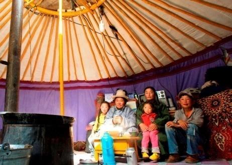 familia en yurta mongolia