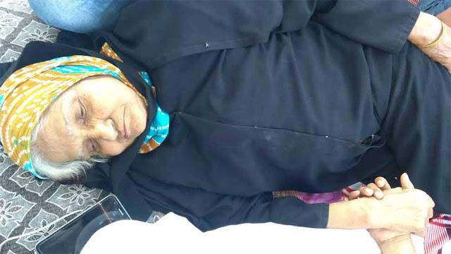 केजरीवाल से मिलने के लिए अनशन पर बैठी 80 साल की बूढ़ी मां, ढाई साल से नजरअंदाज कर रहे CM