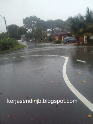 Hujan tepi jalan