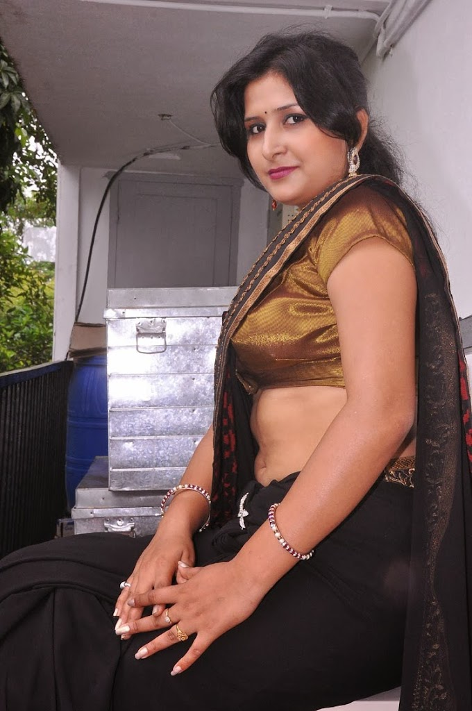 Mallu Aunty Hot Navel Show HD Photos In Saree_Mallu Navel Show Pics