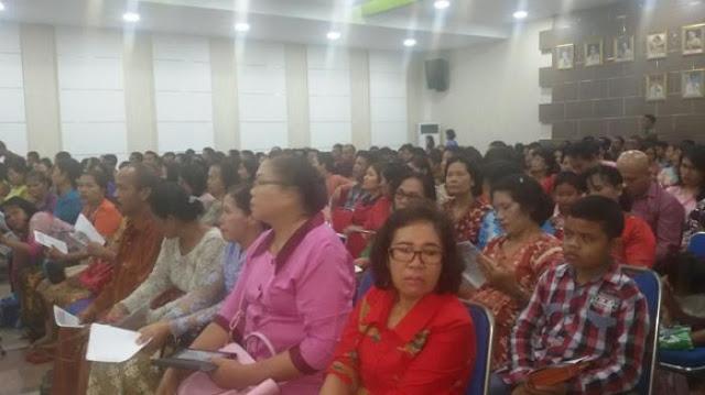 Gereja Disegel, Ratusan Umat HKBP Beribadah Di Kantor Walikota Jambi