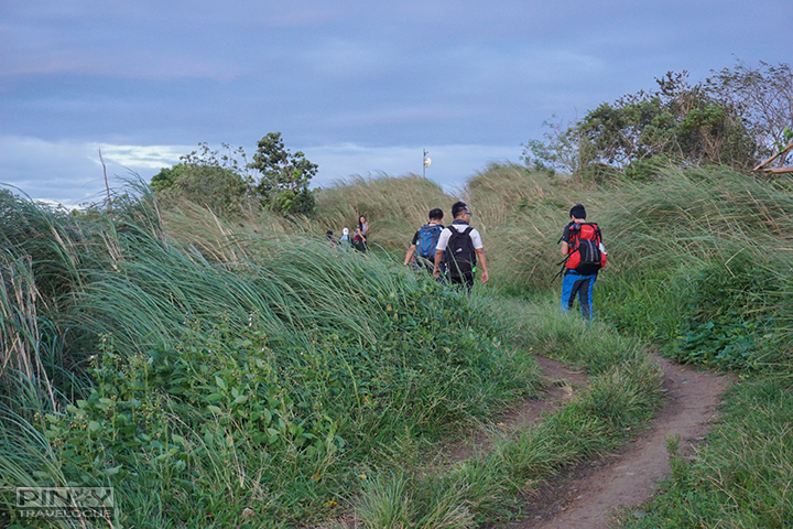 Path leading to Maculot Rockies