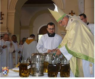 Missa dos Santos Óleos reuni centenas de fies na catedral Basilica Nossa Senhora das Neves