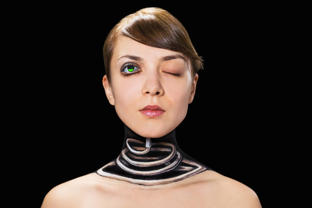 02-Super-Fast-Charging-Hikaru-Cho-チョーヒカル-Body-Painting-Her-way-Through-University-www-designstack-co