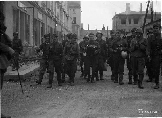 Soviet surrendering at Sortavala, 15 August 1941 worldwartwo.filminspector.com