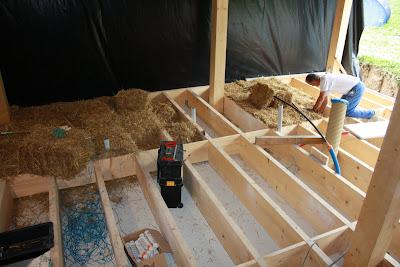 maison paille dans les volcans 06 isolation de la dalle. Black Bedroom Furniture Sets. Home Design Ideas