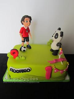 Bolo de aniversários com o Panda a jogar futebol