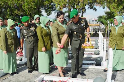 Erwin Djatmiko Pimpin Jamaah Ziarah, Peringatan Hari Juang Berlangsung Hikmat