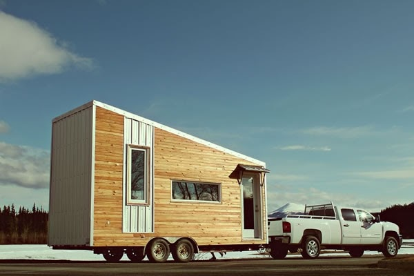 07-External-View-Leaf-House-Architecture-of-a-Tiny-Home-on-Wheels-www-designstack-co