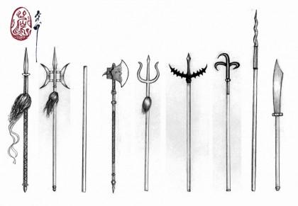 อาวุธยาว (จากซ้าย) ทวน, ทวนวงเดือน, พลอง, ขวานศึก, สามง่าม, คราดหัวง่าม, ตะขอ, หอก, ง้าว