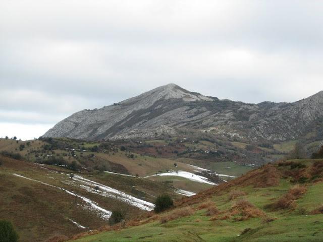 Rutas Montaña Asturias: Vista del Pico Caldoveiru