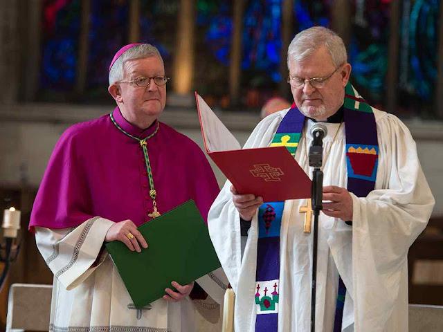 Ecumenismo confunde as religiões que poderão ser 'servidas' por máquinas. Arcebispo Bernard Longley (católico) e bispo Martin Lind (luterano)