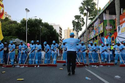 Carnaval deixa mais de uma tonelada de lixo nas ruas