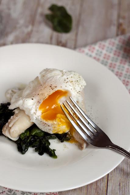wędzona ryba z jajkiem
