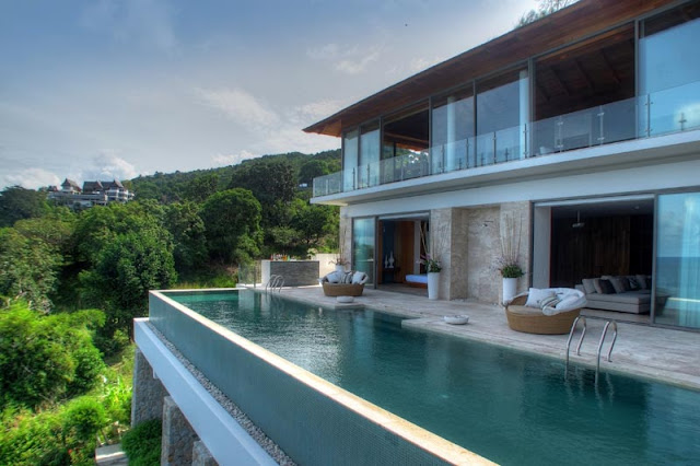 Cliff-edge swimming pool and modern villa