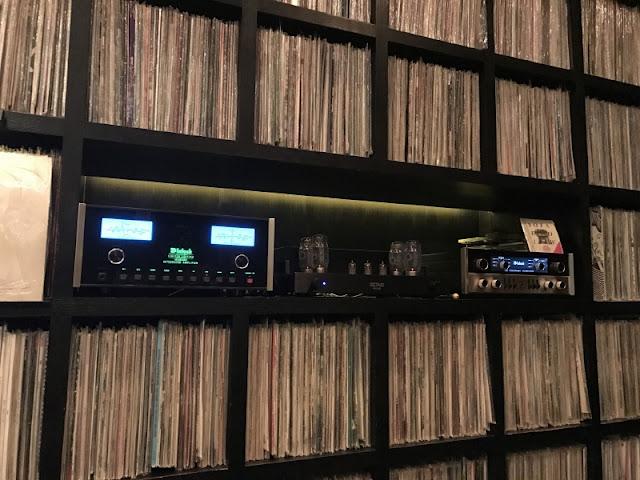 代々木ビレッジにあるレコードBarです。