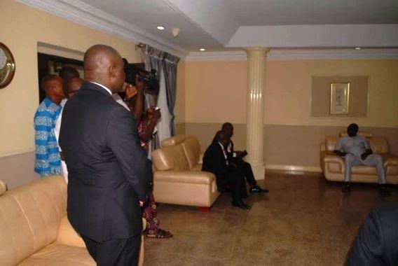 Zenith Bank officials kneel, beg Fayose