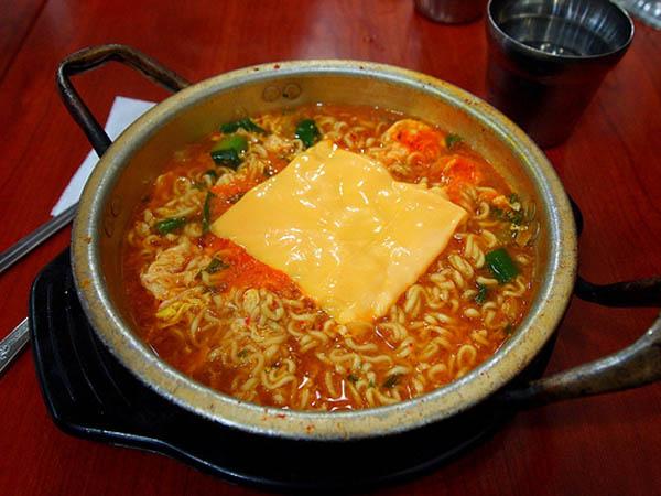 10 Makanan Khas Asli Korea yang Terkenal dan Enak