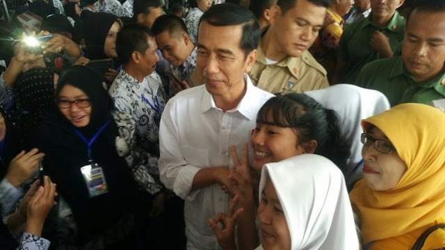 Jokowi Dibuat 'Bingung' Ikan Haruan saat Bagi-bagi Sepeda, Begini Ceritanya