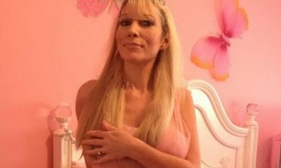 Майка прави секс със сина си, докато снахата спи в съседната стая