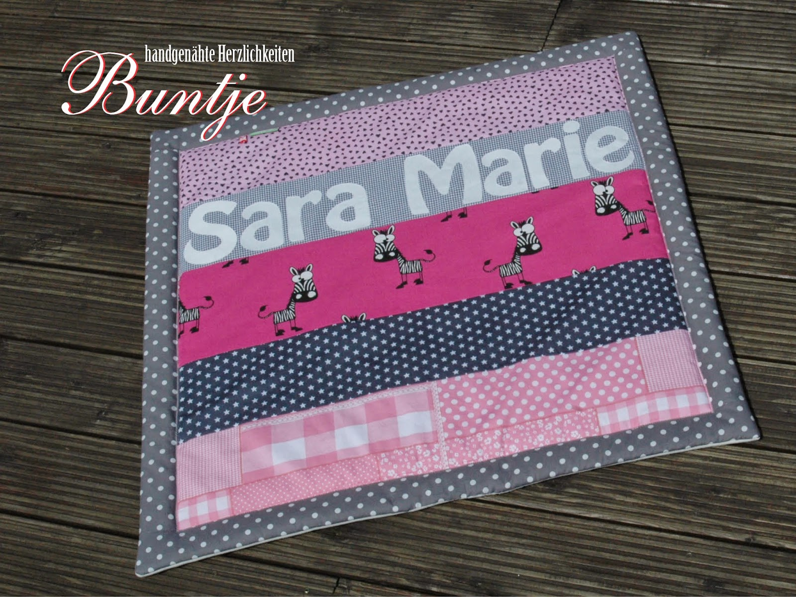 Krabbeldecke Kuscheldecke Decke Baby Name Mädchen Sarah Marie rosa pink grau Zebra Afrika Dschungel Geschenk Geburt Taufe Baumwolle Fleece Buntje nähen