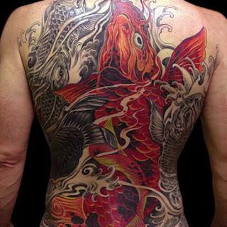 el mejor tatuaje de pez koi del mundo