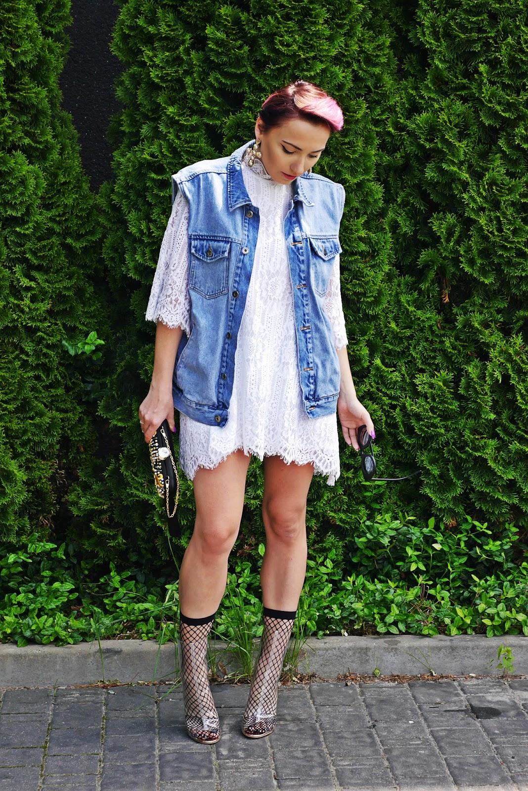 lace_dress_transparent_yezzy_shoes_karyn_blog_modowy_oversize_denim_220617d