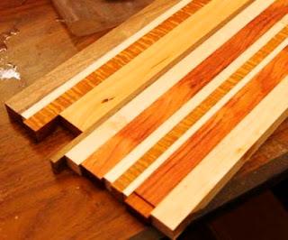 gabungan sekrap kayu dengan lem dan dijepit