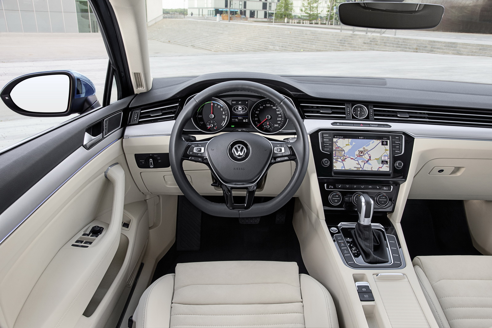 vw brags about passat s advanced head up display carscoops. Black Bedroom Furniture Sets. Home Design Ideas