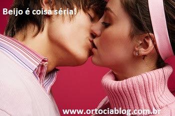 beijo de homem e mulher