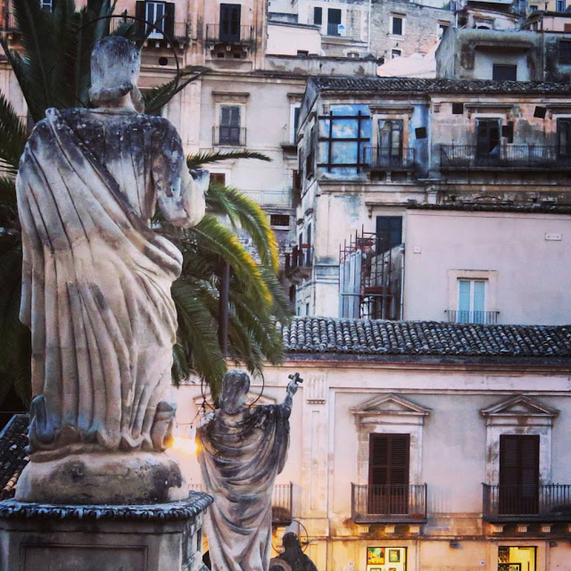 Road trip in Sicily - Angel Statues in Modica