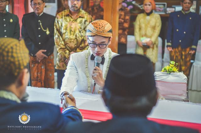 foto ijab pengantin pria dari sisi depan