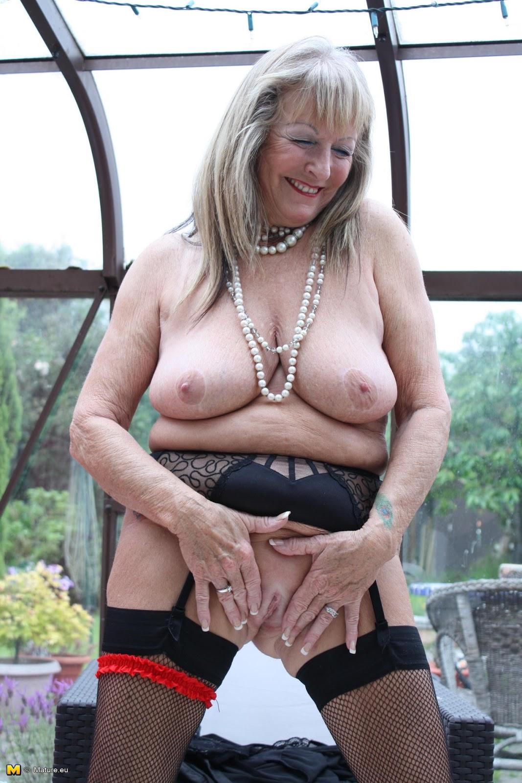 Ebony Granny Solo Porn