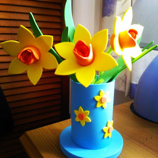 Baker Ross Daffodils and Vase Foam Kit