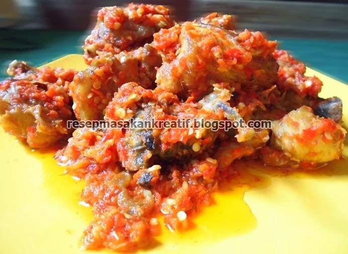 Ayam goreng bumbu balado merupakan kuliner khas Padang yang sebaiknya jangan terlewatkan  RESEP AYAM BALADO PADANG ENAK PEDAS