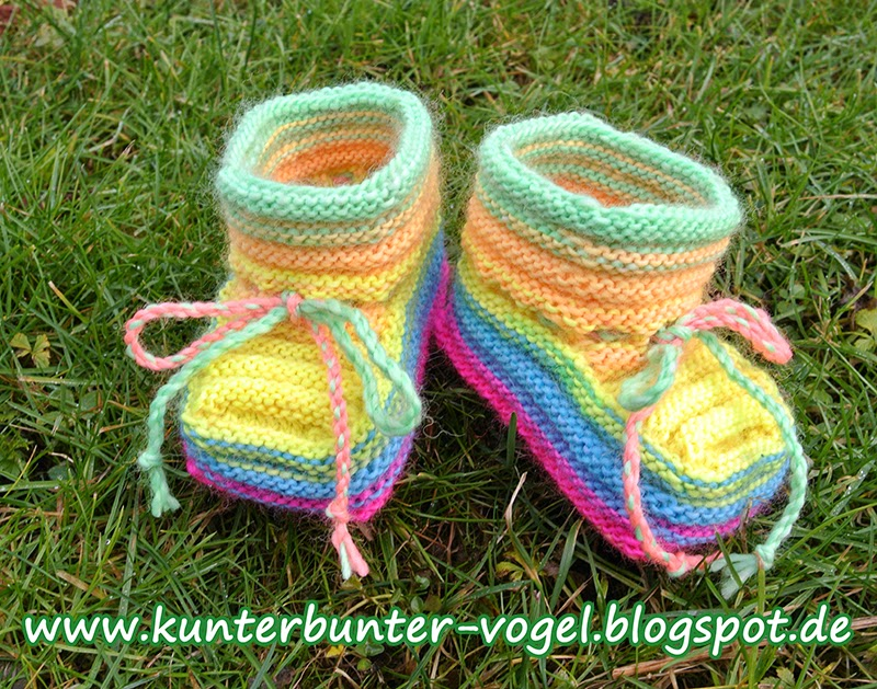 http://kunterbunter-vogel.blogspot.de/2015/01/baby-schuhe-aus-sockenwolle.html