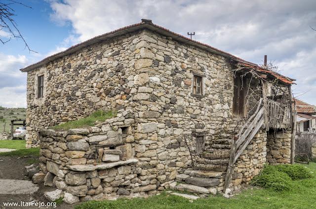 Зовиќ - Мариово со прекрасниот филмски мост - Истражи ја Македонија