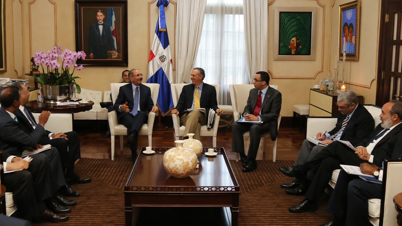 VIDEO: Danilo Medina se reúne con instituciones construyen escuelas, agilizarán trabajos