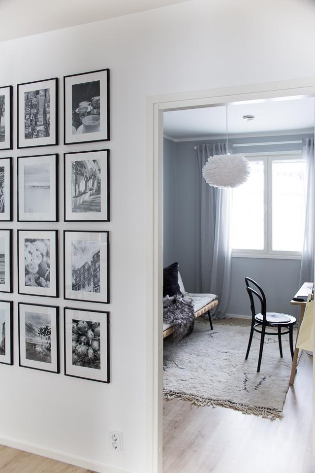 Villa H, työhuone, valokuvakollaasi, taulukollaasi, mustavalkoiset kuvat, matkailu, loma