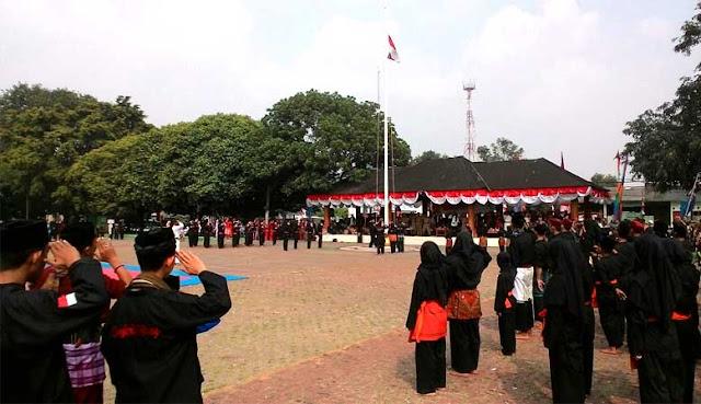 Warga Bekasi Tanggapi Positif Upacara Pengibaran Bendera Ala Jawara