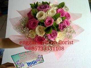 rangkaian buket tangan mawar holland