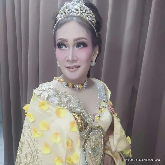 Lirik Lagu Peuyeum Bandung - Nining Meida