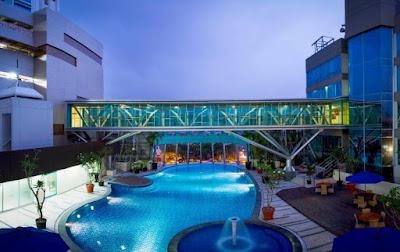 traveloka kolam renang hotel horison bekasi