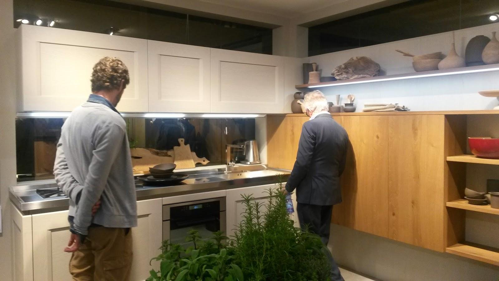 Veneta Grandi Cucine | Cucina Con Vetrina Soprattutto Classica O In ...